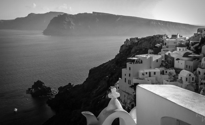 Santorini – beautiful in black and white
