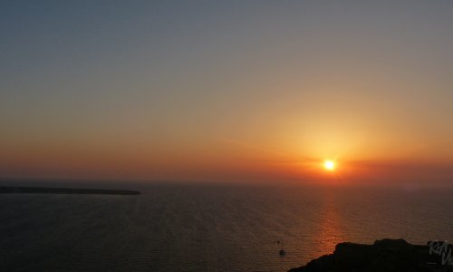 4 cool places to watch the sunset in Santorini, Greece