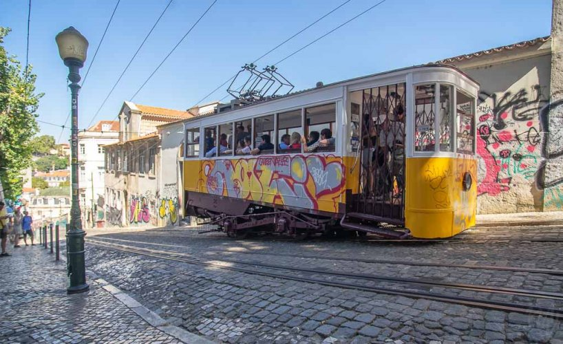 Ascensor di Glória tram – Lisbon, Portugal